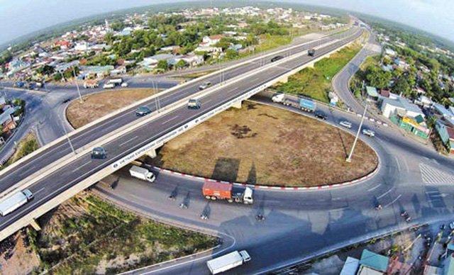 Gấp rút triển khai dự án cao tốc đường bộ Bắc - Nam - Ảnh 1.